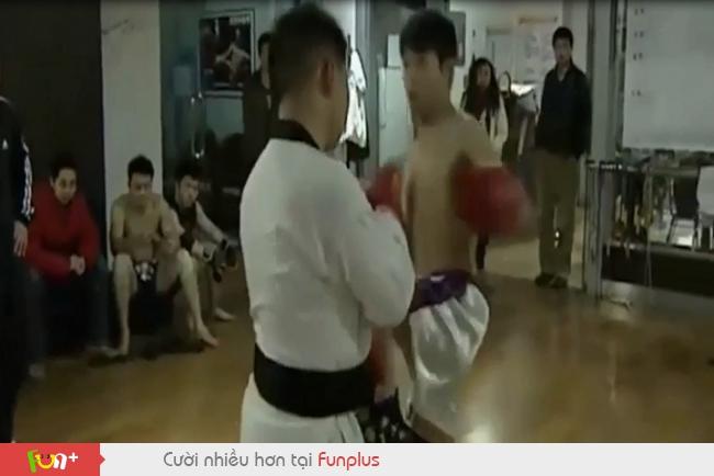Tỷ thí võ sĩ Muay Thái, cao thủ Taekwondo 'chết lâm sàng' sau 7 giây